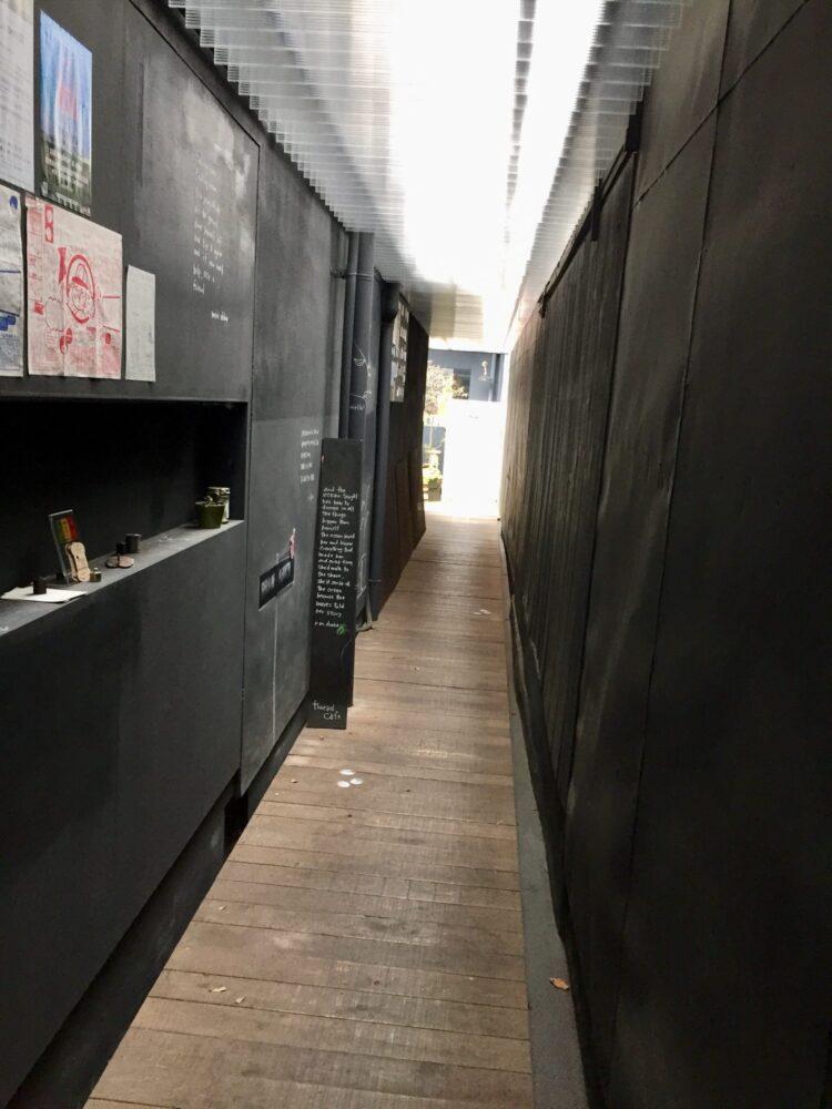 スゥレッドカフェ 入口